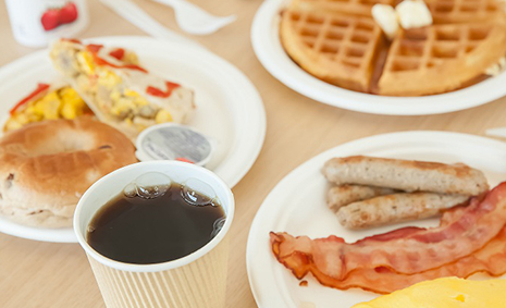 START THE DAY RIGHT WITH OUR DAILY COMPLIMENTARY HOT BREAKFAST