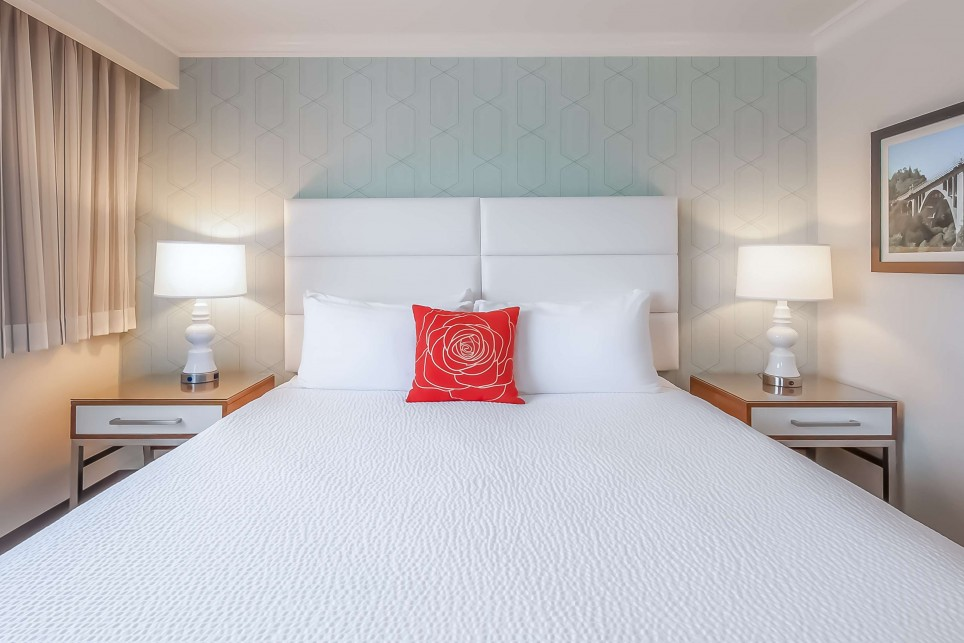 OUR CONTEMPORARY GUEST ROOMS ENHANCE  YOUR PASADENA GETAWAY