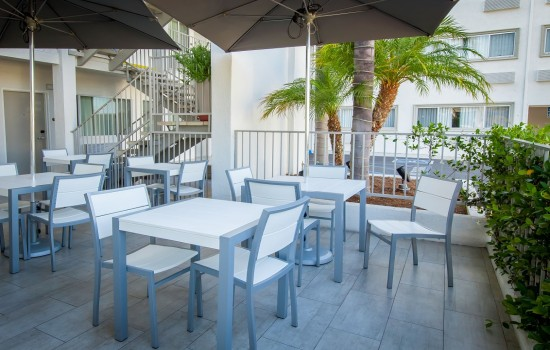 Welcome To The Pasadena Rose & Crown Hotel - Outdoor Patio Seating